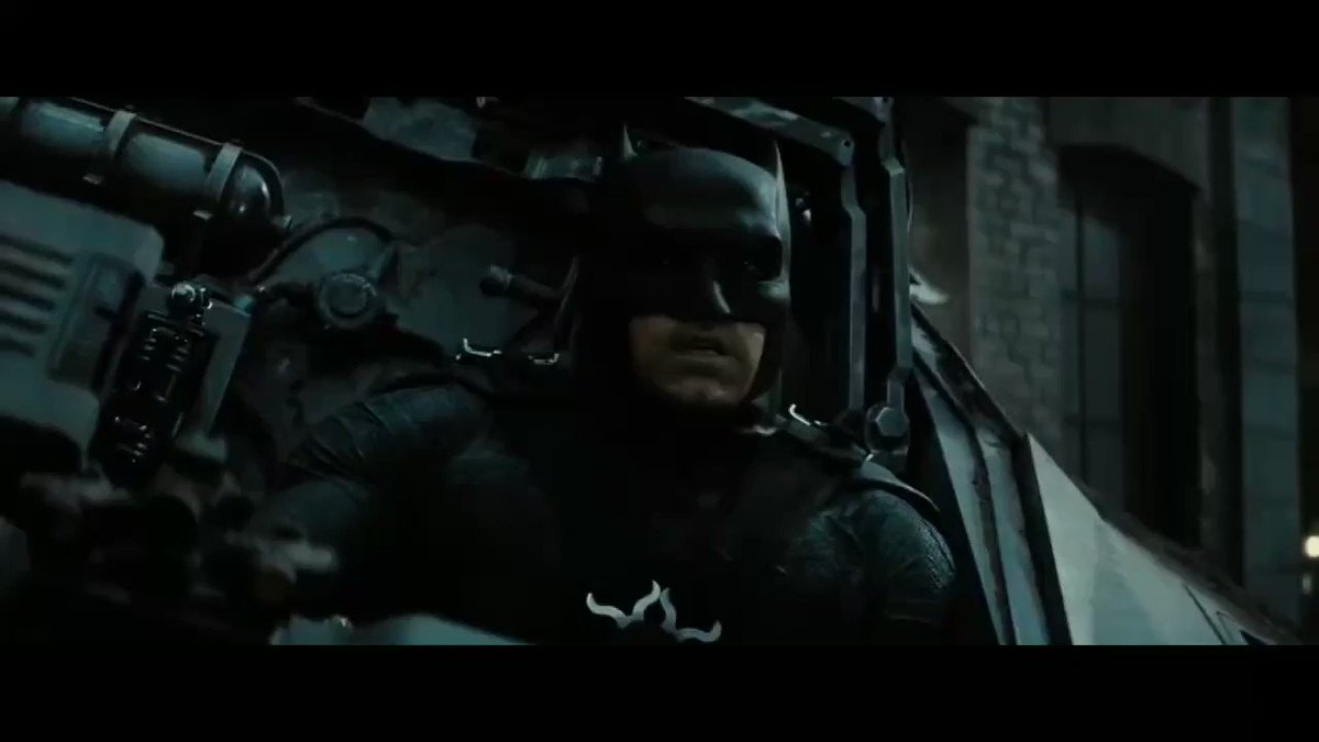 Momento cinematográfico dónde muchos se enamoraron de nuestra #wonderwoman. Todavía no superamos esta escena!! #ww #bvs #BatmanVSuperman