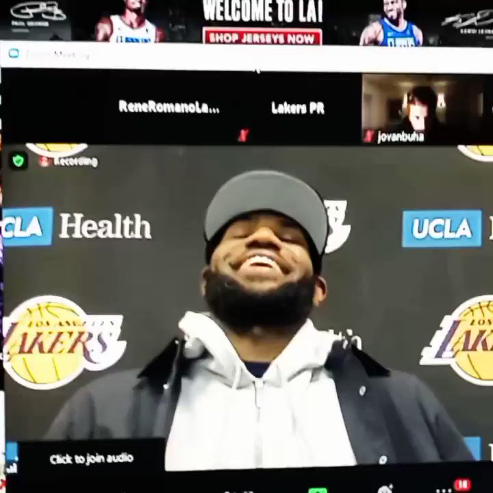 #Lakeshow tonight's highlight after the Lakers win over the Cleveland Cavaliers was the fact that LeBron James went home and had a home-cooked meal and spent time with his mom. Frank Sinatra movie and time with his mates, as this was treated strictly as a road game for him. 👌