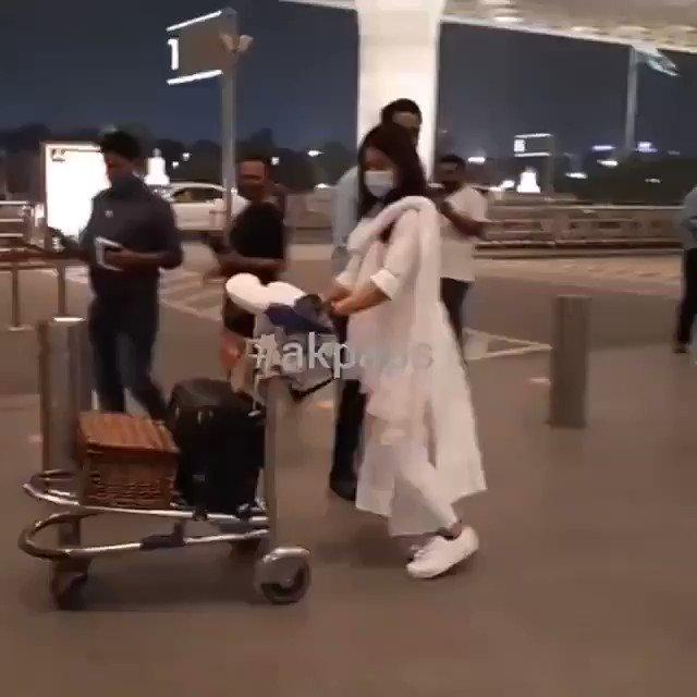 @iamRashmika Happy morning cutie 🙋 @iamRashmika Hiii rosh ♥ sweaty Rushieee 🤗🤍   Be happy always,   #Mumbai #Mumbaiairport u are my favorite sweaty mandanna 💃 ✨♥ lots of love♥♥♥ @iamRashmika #RashmikaMandanna  Good luck for   #missionmajnu 💥