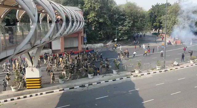 What can be more tragic on Republic Day when Jai Jawan, Jai Kisan becomes kisan vs jawan at ITO..