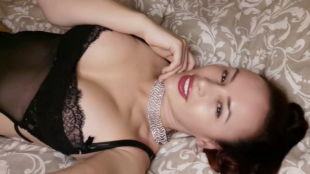 Model - LizzieLove sexy