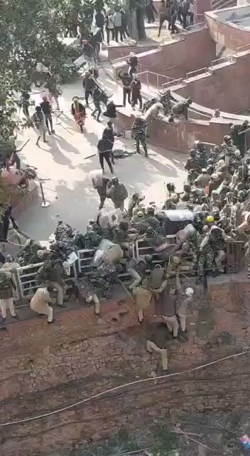 Police attacked with lathis and rods, clearly told to hold back. Had no option but to jump in moat to escape. Many injured in process. Also attempt to charge at fleeing cops with a tractor by alleged farmers. All of this, at Red Fort