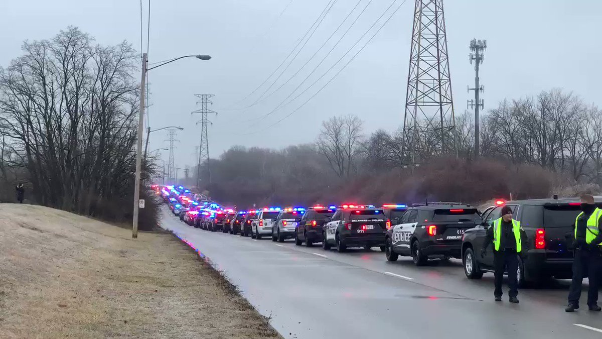A final tribute in lights so well-deserved for @ToledoPolice Officer Brandon Stalker — a young man who sacrificed it all for the community he proudly served. My prayers are with his family and fellow cops. #NeverForget #CopsCountPoliceMatter