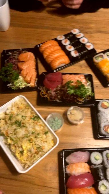 Sushi dinner with @LeoLulu_XXX 🍣💗 https://t.co/NhLGRl8ZJ8