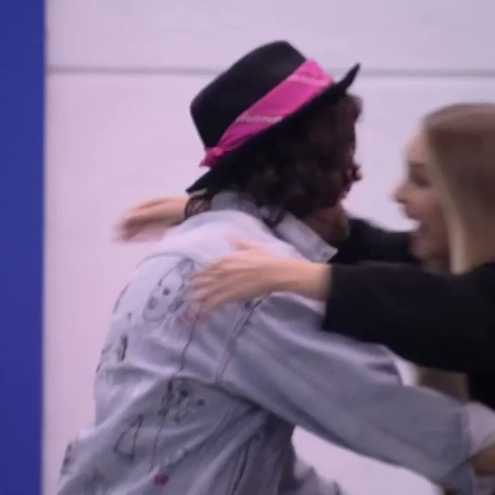 gente carla e fiuk se abraçando e a juliette no final KKKKKKKKKKKKKKKKKKKK