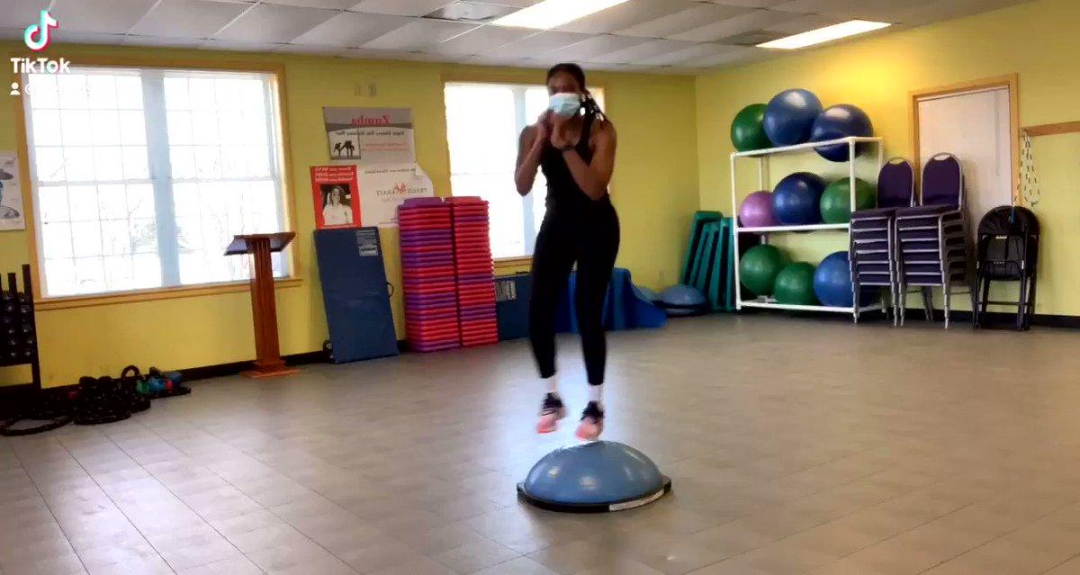The BOSU ball is no joke 💪🏾🔒🌱 #tiktok #workout #training #fitness #personaltraining #coacho