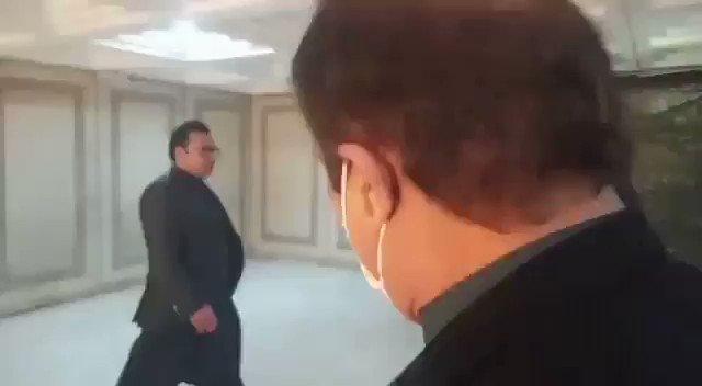 شبلی فراز اور شہباز گل  پریس کانفرنس کے لئے جاتے ہوئے آپس میں ہی لڑ پڑے۔  گل واپس  #عوام_کےساتھ_فراڈشیٹ