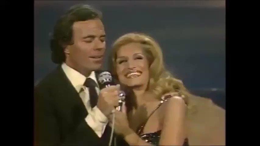 Biraz müzik....🎶🎶🎶🎶 Müzik tarihinin en unutulmaz düetlerinden birini bırakıyorum.  Dalida & Julio Iglasias - La vie en rose (1981) 🎤🎤  #Dalida #JulioIglasias #80s #Nostalgia #Nostalji #Thursday #Perşembe #Unforgettable