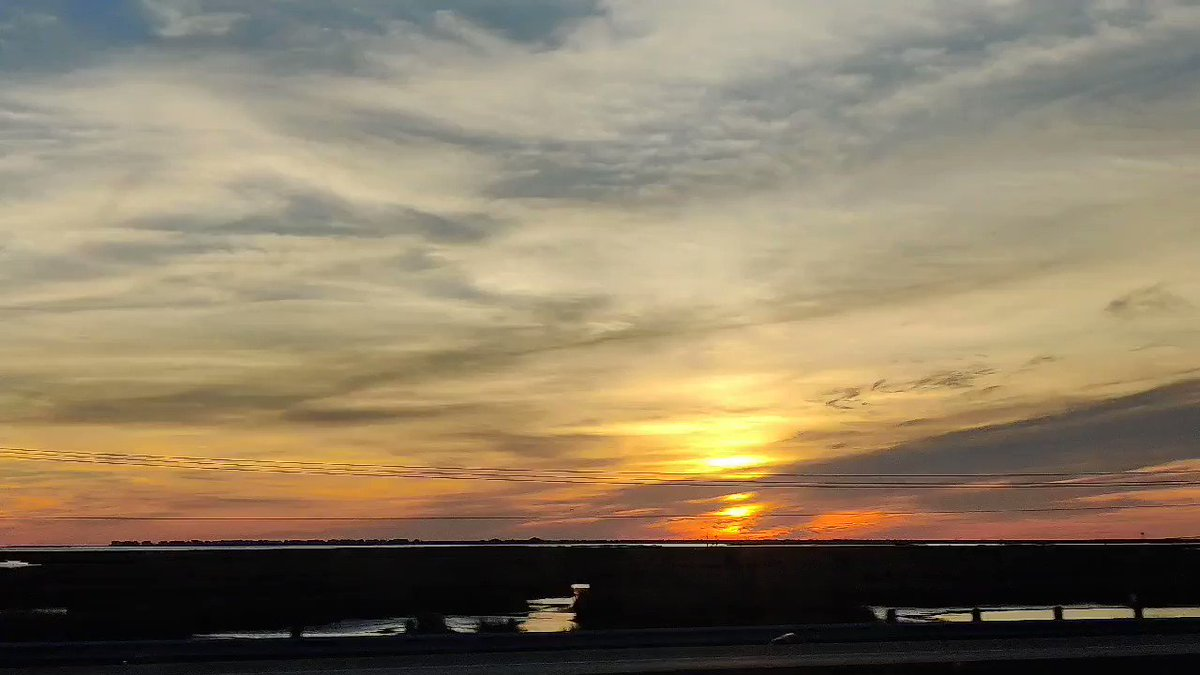 Galveston, you got a beautiful #sunset out there. Enjoy it 🌴🌅  #glswx #houwx #txwx #stormhour
