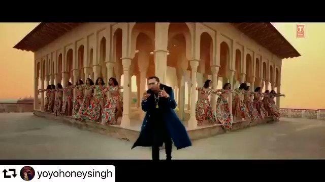 #yoyohoneysingh  Song out #sayiaanji  Designer for @Nushrratt  #rosyahluwalia #rosyahluwalialabel #fashiondesigner #TSeries #nushratbharucha #NehaKakkar  @asliyoyo @TSeries