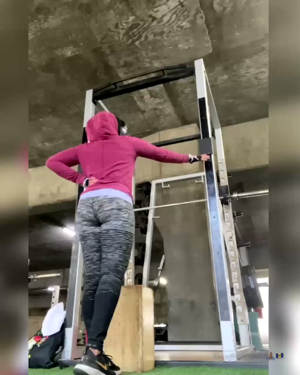 Been struggling with my #pullups these past few weeks after a #workout hiatus last year due to gyms closed etc.😢 Tried to work on my wide grips today but that bar wasn't giving me love, so switched to #chinups. Form not back yet but the rebuilding continues! #dtla #gym #fitlife