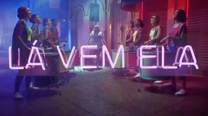 É a música do carnaval sim... quem não gostou senta e chora #LaVemEla  #TáSolteiraMasNãoTáSozinha  🔥👑
