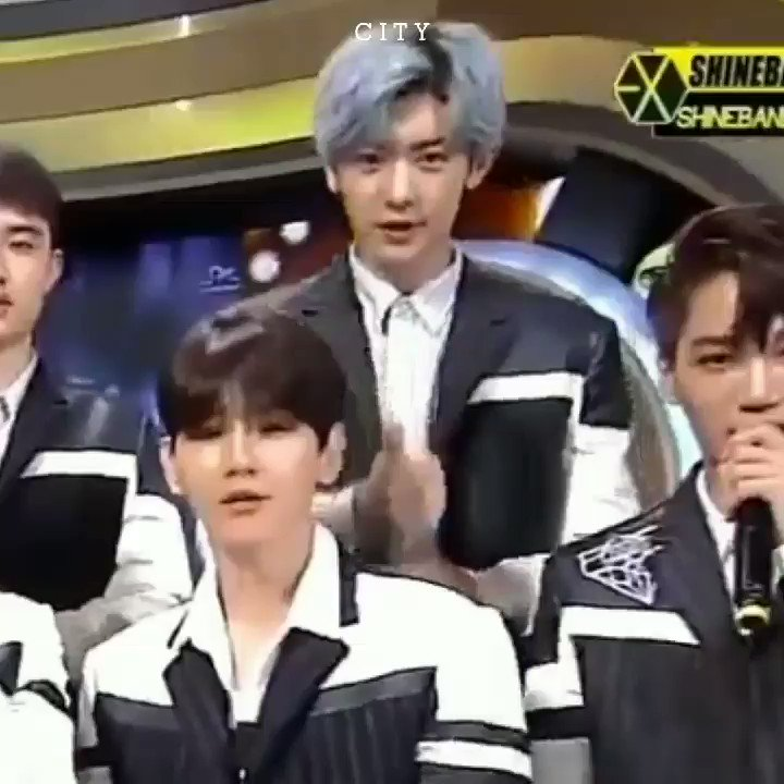 RT @onIycb: chanyeol's a prince and he knows it https://t.co/u18wj4SXyV