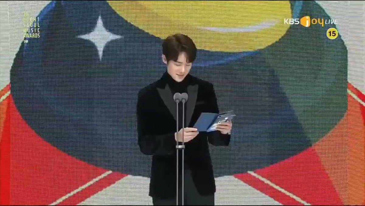 【3ヶ月ぶり… ジョンヨン復帰へ!】  TWICEは「第30回 ソウル歌謡大賞」に出演し、『本賞』を受賞しました🏆️ 活動休止していたジョンヨンは、3ヶ月ぶりに公開スケジュールに参加しました。