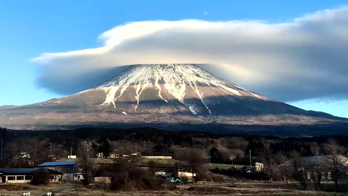 昨日撮影した迫力の笠雲❗️タイムラプス動画です!ゆっくりと回る笠雲の動きに要注目です!何度も見てください😁#富士山