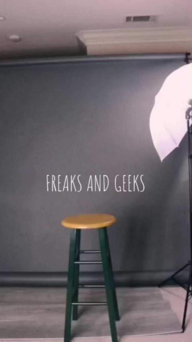 here's the freaks and geeks intro for no reason other than I love this show   @JuddApatow @paulfeig @lindacardellini @MartinStarr @Sethrogen @jasonsegel @SammLevine @JohnFDaley