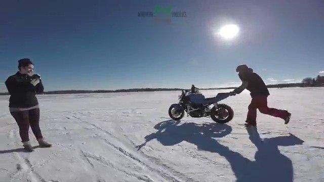 バイク「もうこんな主はヤダ、、、ニゲロ、、、ニゲロ、、、ニゲロ、、!!!」