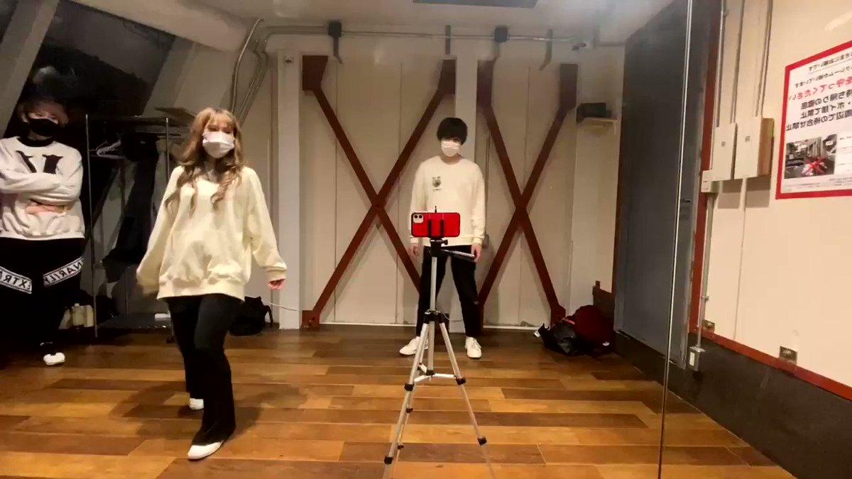 もっと練習したらよかったなと、、あまり上手く踊れなかったですが、、BTSさんのDynamite踊ってみました!だいなななななななななななな〜♪