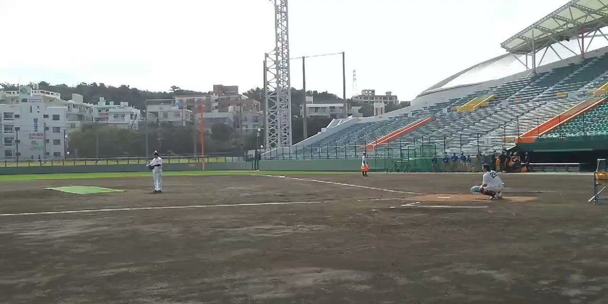 巨人S班那覇キャンプ小林誠司捕手が特守二塁に低く矢のような送球