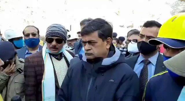 केंद्रीय ऊर्जा मंत्री श्री आरके सिंह ने तपोवन में स्थिति का जायजा लिया।  @OfficeOfRKSingh @MinOfPower @ndmaindia @uttarakhandcops @tsrawatbjp @DDNewsHindi @PIBHindi https://t.co/0JMHEkRwrw