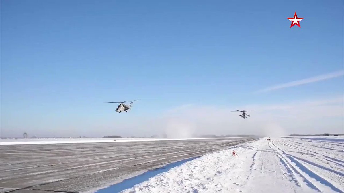 """Mi-24の""""日除け""""ってこんなに目深に被っちゃうの?! (使用している様子を映した動画は初めて見た)"""