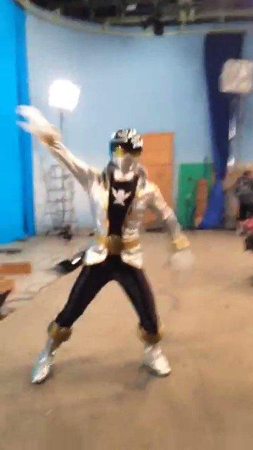 「海賊戦隊ゴーカイジャー」 本日は10周年記念日だそうですね。今ももちろん心に燦然と輝く大切な作品です。  「ゴォォーーッカイッ!シルバァァーッ!!」懐かしの動画を添えて。 ※中に入ってるのはもちろん、本人です。笑