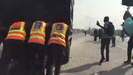 #OccupyLekkiProtest #occupylekkitollgate they've now privatised/outsourced policing to LCC thugs, this is a new level of impunity. How could LCC officials be making arrests & detaining Nigerians? LCC was complicit in #LekkiMassacre & now they are even more brazen #revolutionnnow https://t.co/QWihGkX7gD