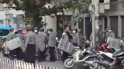 Man in the plain cloth, appears to be a police, is aimed and shot residential area using BB high-pressure gun 10-15  barring, Mandalay, Myanmar.   WE ARE NOT SAFE  #Feb15Coup #WhatsHappeningInMyanmar