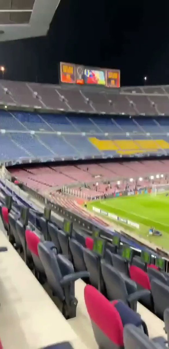 Just Radrizanni at the Barca game with Khabib https://t.co/7HsvpL1PeN