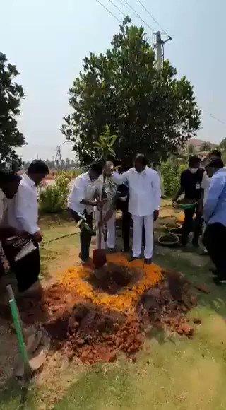 Our leader CM #KCR sir himself participated in #KotiVriksharchana Planted #Rudraksha plant 🌱🙏  @MPsantoshtrs @KTRTRS @TelanganaCMO