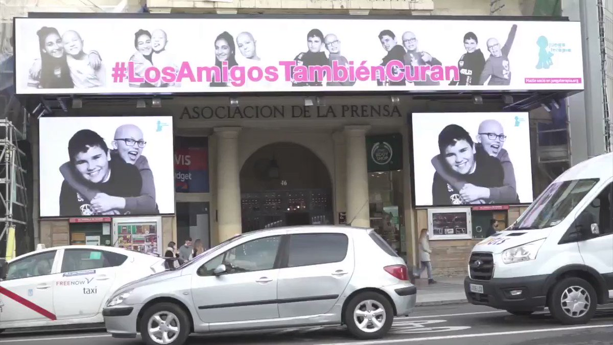 En el Palacio de la Prensa de #Madrid, en plena Plaza de Callao, cuatro protagonistas estelares 💙:  Carmen, María, Jorge y Alex. #LosAmigosTambiénCuran