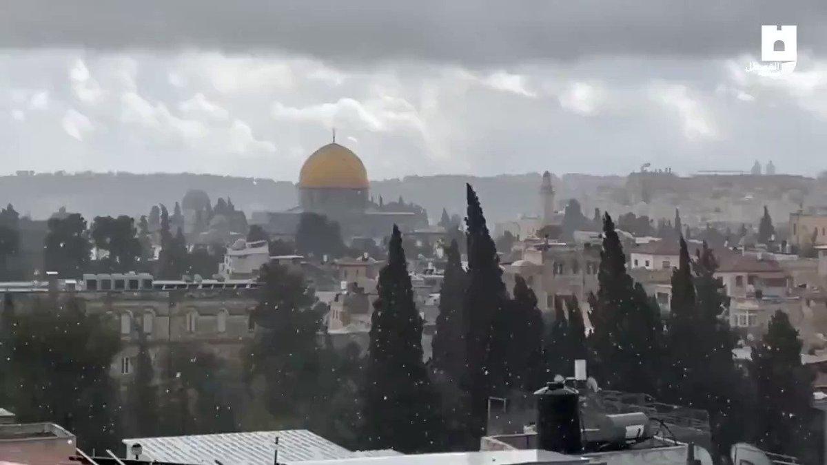 إسرائيل تغرد : منظر آخر من تساقط الثلوج في شرقي اورشليم القدس    @HananyaNaftali…