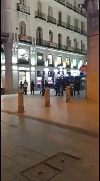 .@Olga_Hurtado66 Antidisturbios disfrazados de manifestantes, lo que toda la vida ha sido INFILTRADOS