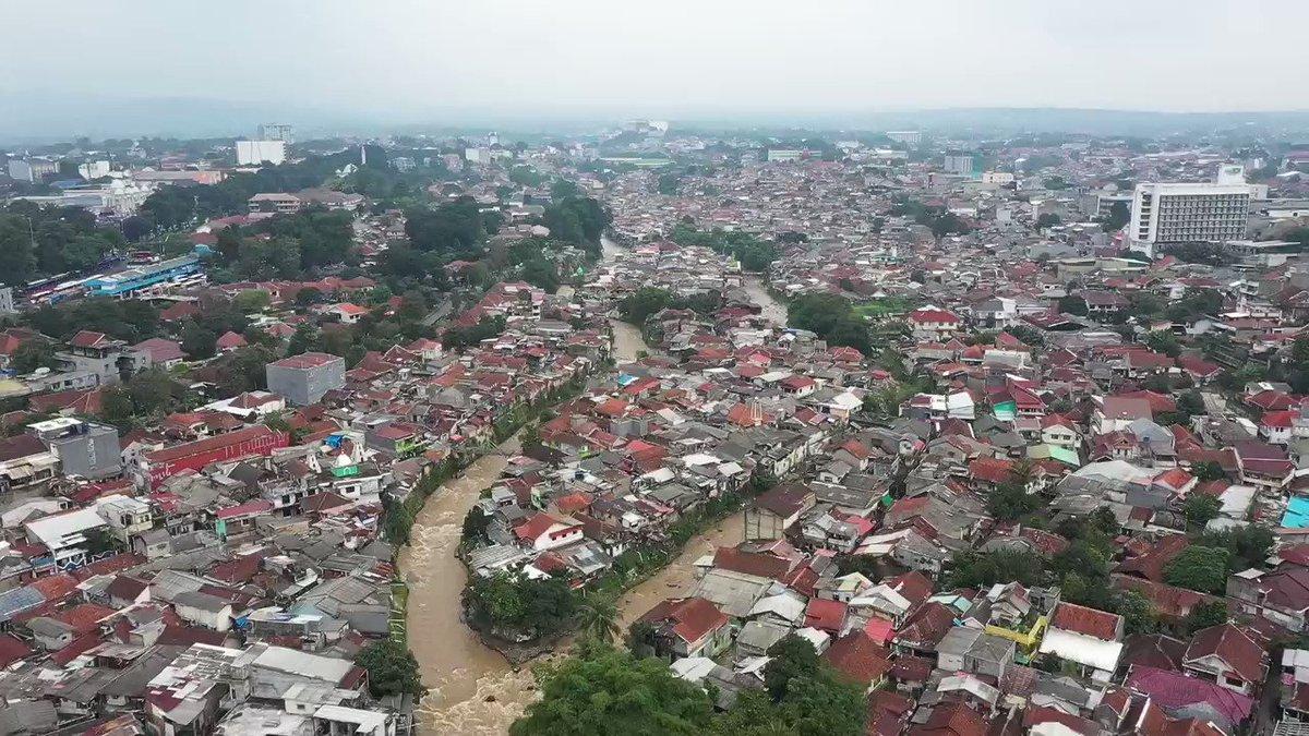 "Seorang keturunan Tionghoa mencoba menemukan jawaban dari pertanyaan besar bagaimana sejarah peradaban Tionghoa dapat tumbuh dan berkembang di Kota Bogor. Simak perjalanannya di #MELIHATINDONESIAMETROTV ""Aku Anak Tionghoa"" hari Minggu (21/2) pukul 08.30 WIB di Metro TV."