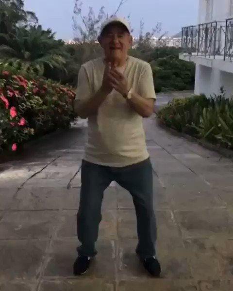 Coisa lindaaaaa!!! Nosso querido amigo @renatoaragao também QUEBROU com tudo na coreografia de  #TáSolteiraMasNãoTáSozinha 🔥  Quem aí também acha ele um amor? 🥰👏🏾