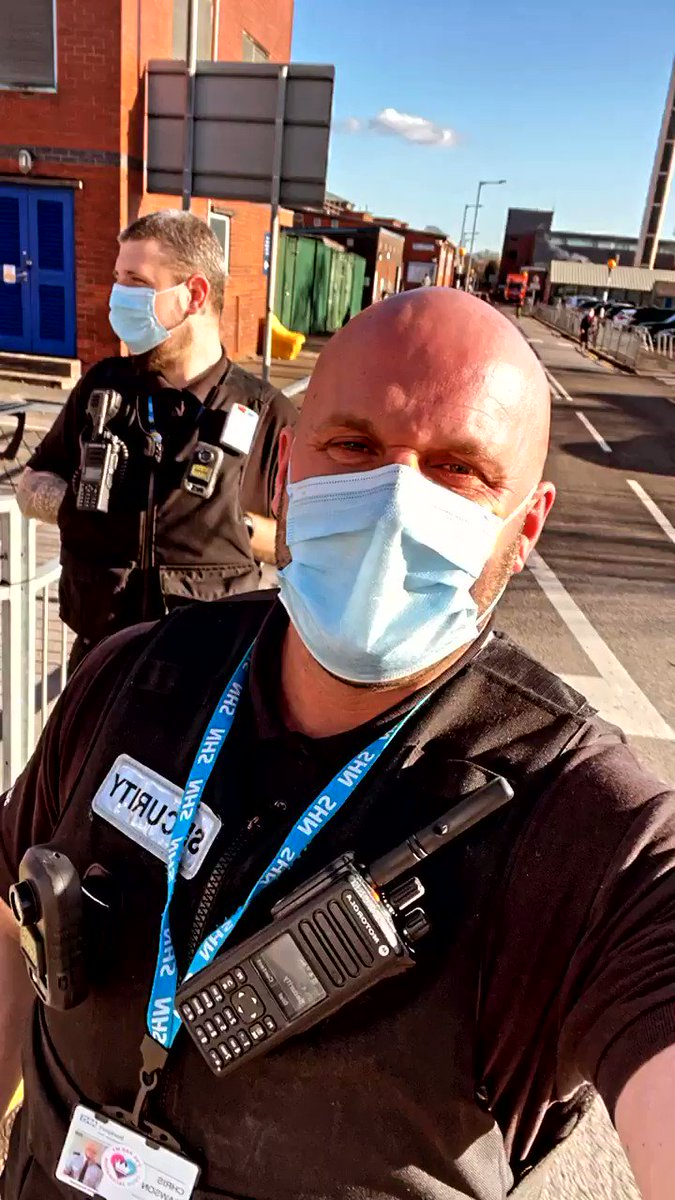 10 days on from being wrapped up freezing cold to a glorious ☀️ Day just in our t shirts. Come rain or shine we always out and about and smiling under our masks can't lie I actually love my job and the people I work with. Ok the sun shining helps 😊 @StockportNHS @estates_nhs