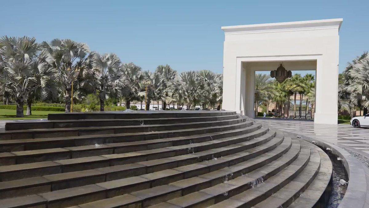 """""""ملك البحرين"""" يستقبل محمد بن زايد و حمدان بن زايد و طحنون بن محمد في مقر إقامته البيان القارئ دائما"""
