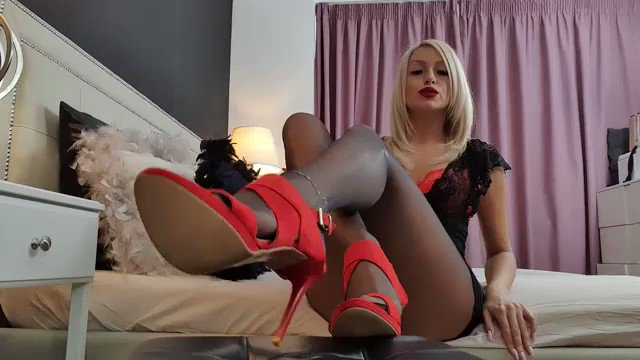 Model - Annelyce leather