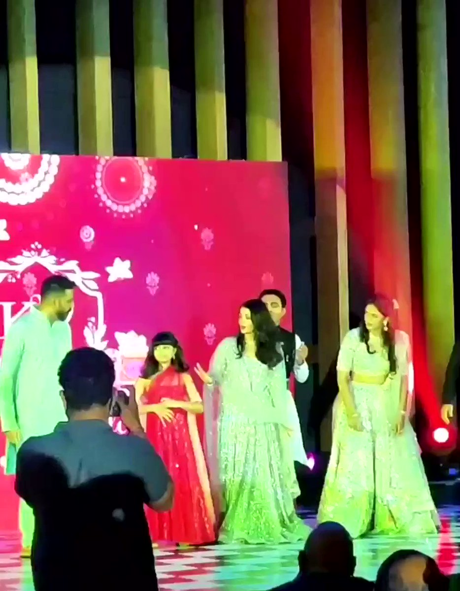 Queen of sass Aaradhya is back at it again, and her hips surely don't lie! Even Ash was taken aback by how good she was! 💗  Video of @juniorbachchan #AishwaryaRaiBachchan and Aaradhya at Ash's cousin's wedding