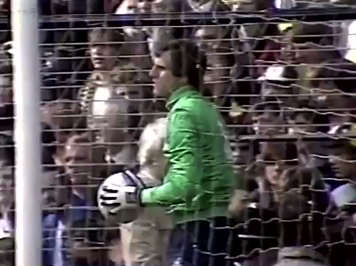 3/4/1982.. @SpursOfficial meet Leicester City in the FA Cup semi final at Villa Park & there's no doubt the experience of ex @LFC goalkeeper @RayClem1 will be important. New gloves for the @England man too as Sondico Sports unveil the new Blue model'Clemence Pro' glove @tgbjimmy https://t.co/rhMYsve7g9
