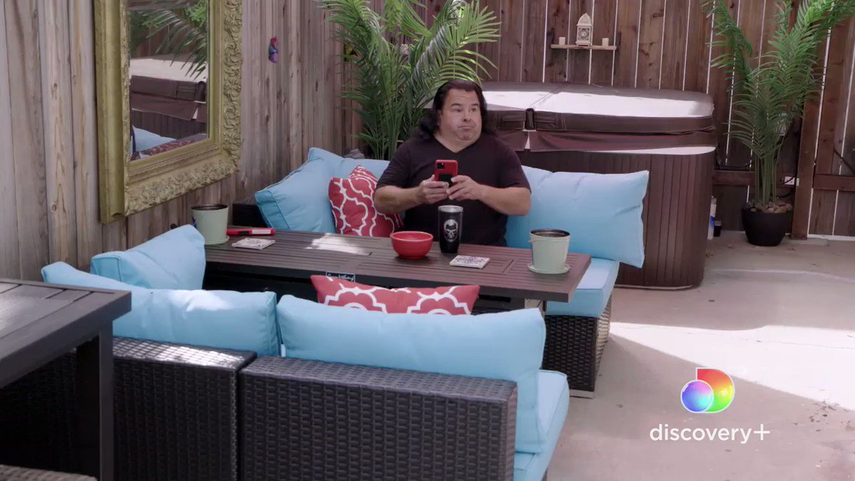 Agree? Ed's friends say he needs to stop dating 20-somethings if he's serious about finding a partner! See if they're right...tune in to 90 Day: The Single Life streaming now on @discoveryplus. #90DayFiance