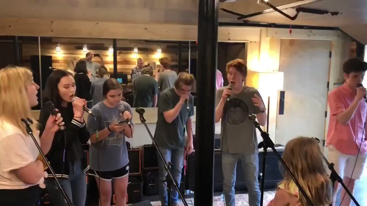 Throwback to when it was warm enough to sing with the doors open 😊 . #singing #acappella #warmdays #higher #higherandhigher #ensemble #platinum #acappellagroup #jackiewilson #yourlove #liftingmehigher