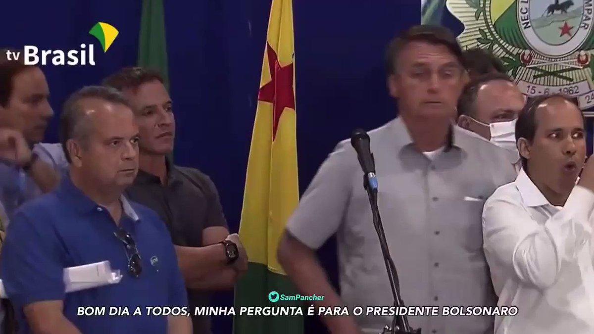 O presidente Jair Bolsonaro encerra entrevista coletiva no Acre ao ser perguntado sobre a decisão do STJ que beneficiou seu filho Flávio Bolsonaro