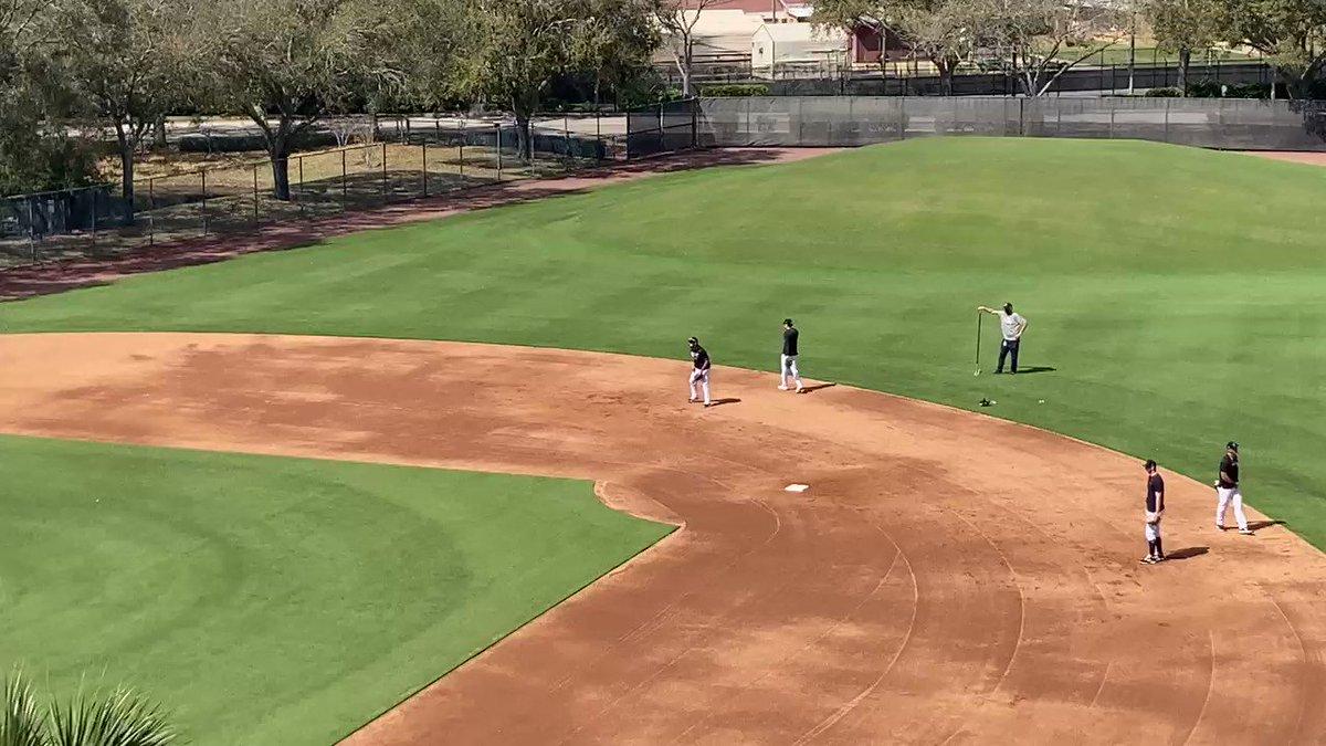RT @BrendanKutyNJ: Gleyber Torres, DJ LeMahieu turn a clean two. #Yankeee https://t.co/kWryxNzMiO