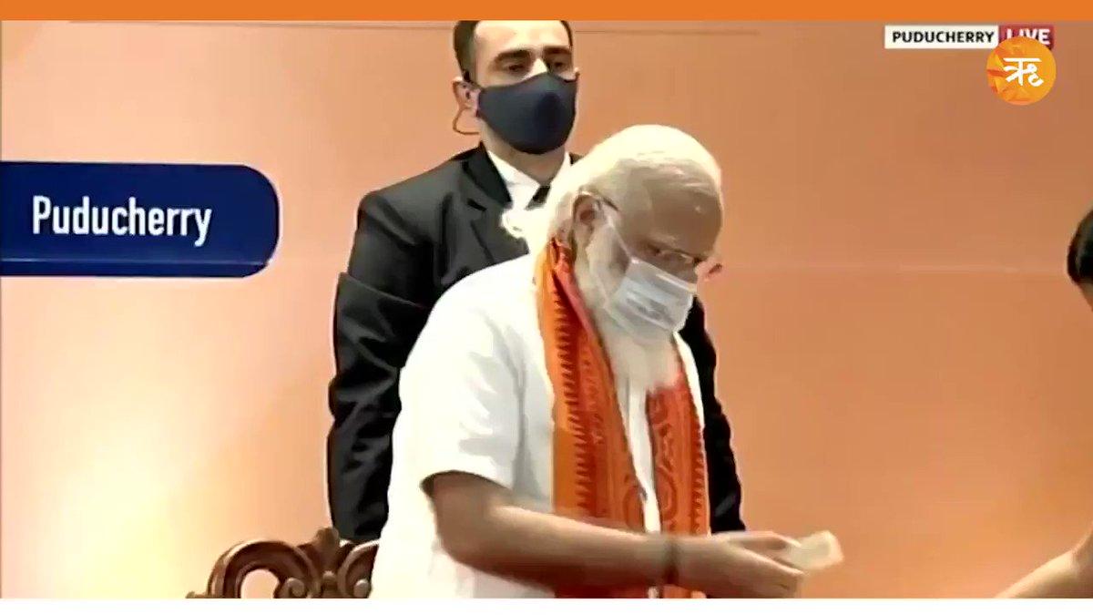 पुडुचेरी: प्रधानमंत्री नरेंद्र मोदी ने विभिन्न परियोजनाओं का उद्घाटन और शिलान्यास किया। इस दौरान पुडुचेरी की उपराज्यपाल तमिलसाई सुंदरराजन भी मौजूद रहीं। #India  #NarendraModi  #Pudducherry   DOWNLOAD:#RitamApp