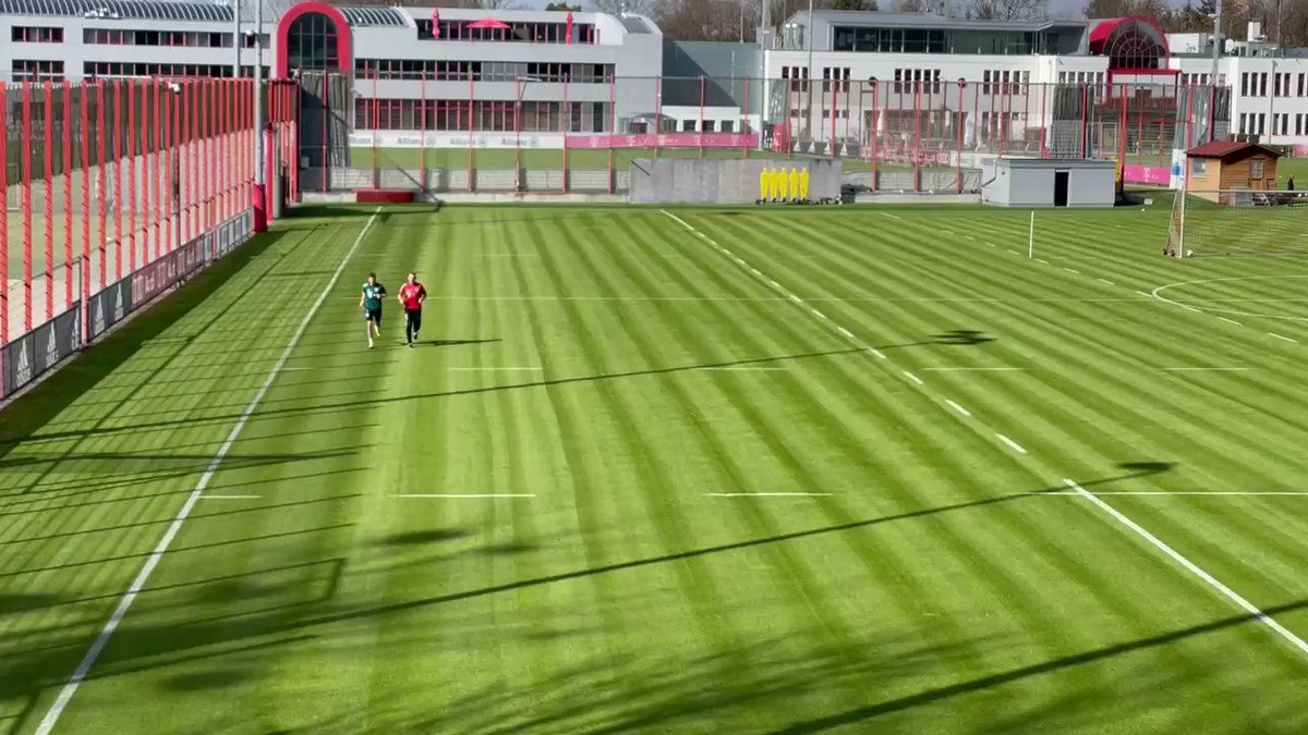 Thomas Müller is back on the pitch [@BILD_Bayern]