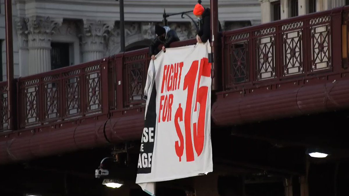 Check out Chicago! Please amplify their efforts to #FightFor15!   Retweet if you have the backs of workers. #RaiseTheWage