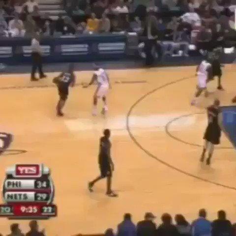 (2006) Allen Iverson snatches Jacque Vaughn's ankles. 🔥 https://t.co/PC22QVKHfL