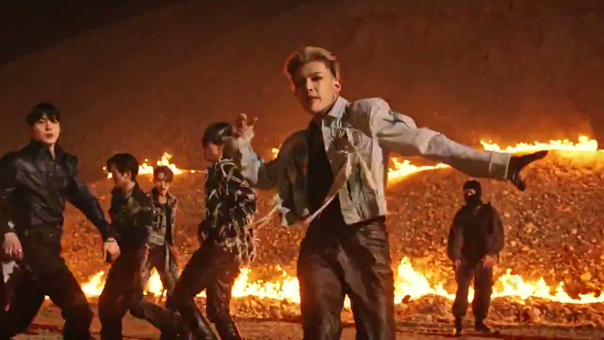 i want to give thim a Fire Extinguisher cus they are so HOTT🔥  #KINGTEEZ #ATEEZ #에이티즈 #MarkTheGlobeATEEZ @ATEEZofficial