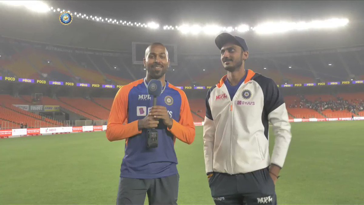 DO NOT MISS: @hardikpandya7 interviews man of the moment @akshar2026.👍👍 - By @RajalArora   P.S.: #TeamIndia skipper @imVkohli makes a special appearance 😎  @Paytm #INDvENG #PinkBallTest   Watch the full interview 🎥 👇